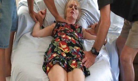 긴 달콤한 체코 오르가즘 여자 머리를 묶고